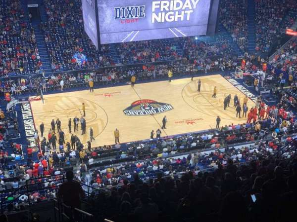 Smoothie King Center, vak: 318, rij: 20, stoel: 8