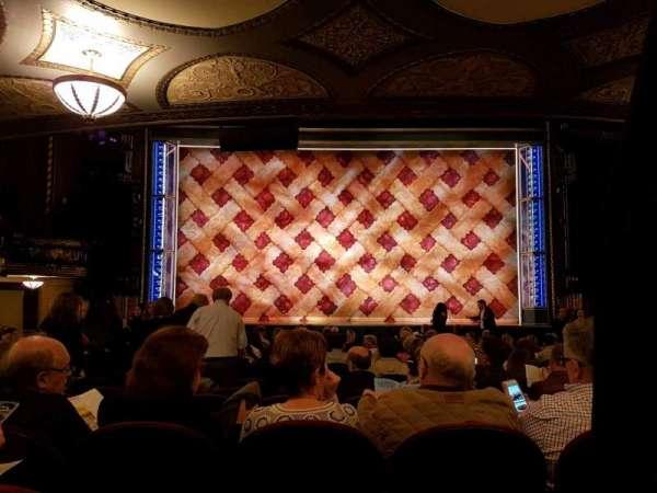 Brooks Atkinson Theatre, vak: orchestra, rij: Q, stoel: 104