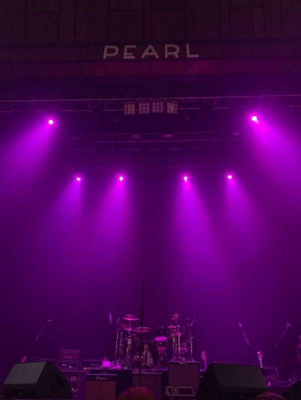 Pearl Theater, vak: 103, rij: C, stoel: 8