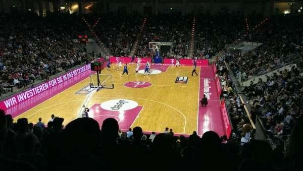 Telekom Dome, vak: I