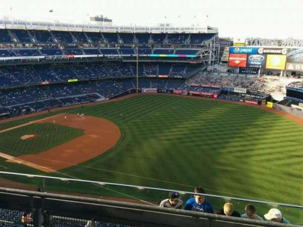 Yankee Stadium, vak: 411, rij: 3, stoel: 2