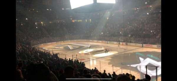 T-Mobile Arena, vak: 8, rij: R, stoel: 15
