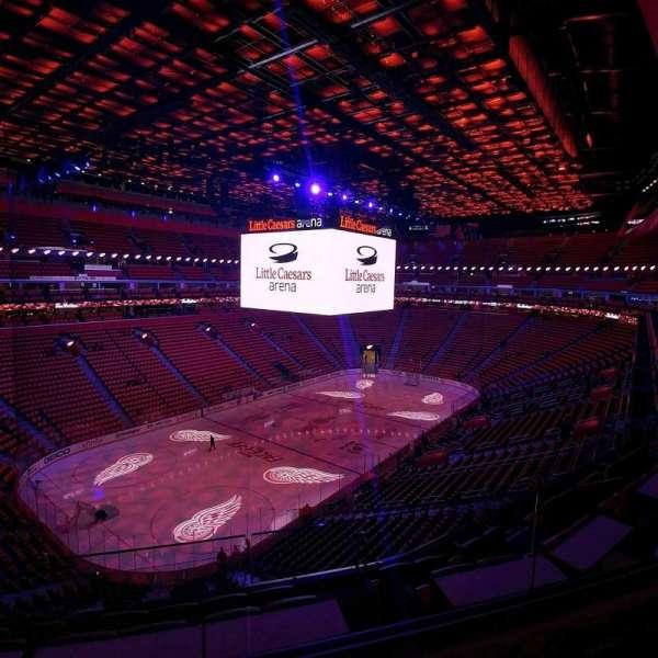 Little Caesars Arena, vak: M33, rij: 2, stoel: 11