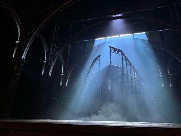 Lyric Theatre, vak: ORCHRF, rij: A, stoel: 2