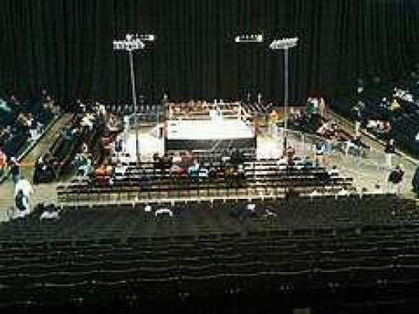 John Paul Jones Arena, vak: Club level
