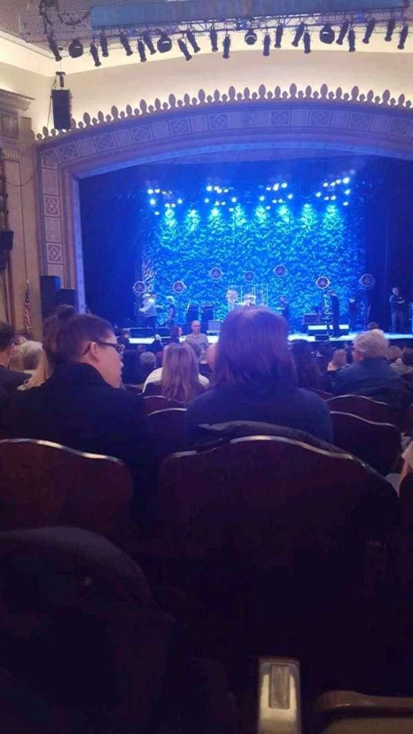 Count Basie Theatre, vak: Orchestra, rij: V, stoel: 10