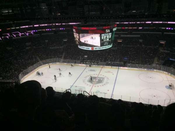 Staples Center, vak: 317, rij: 12, stoel: 8