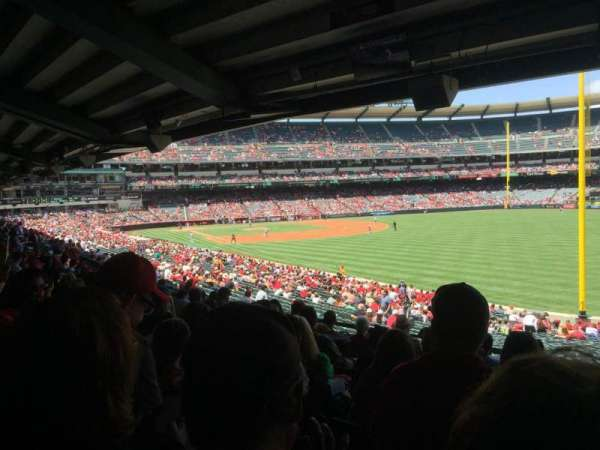 Angel Stadium, vak: T230, rij: J, stoel: 18