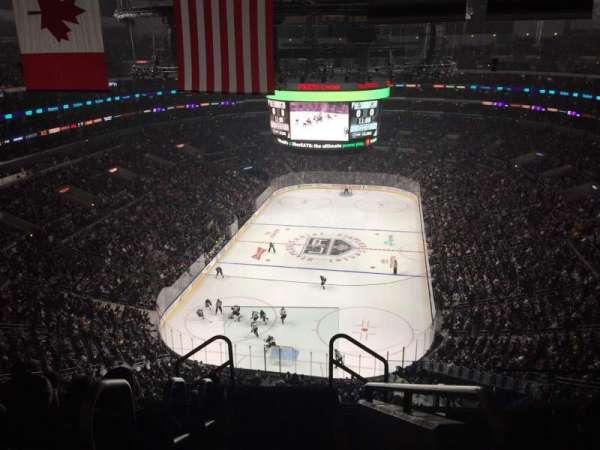 Staples Center, vak: 325, rij: 7, stoel: 26