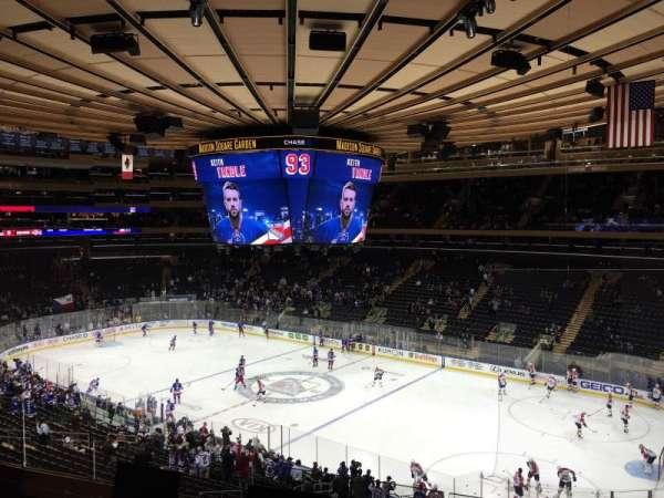 Madison Square Garden, vak: 214, rij: 4
