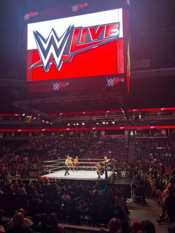 Honda Center, vak: 207, rij: H, stoel: 13
