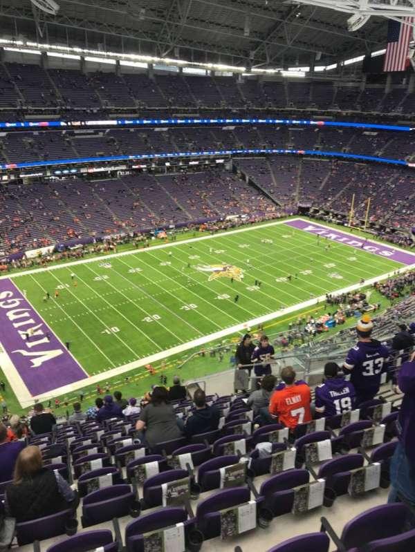 U.S. Bank Stadium, vak: 346, rij: 13, stoel: 9