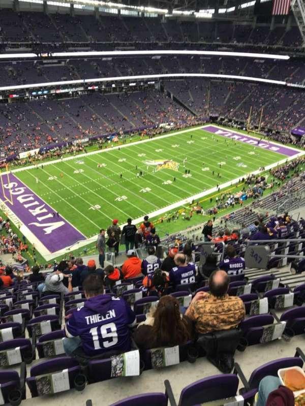 U.S. Bank Stadium, vak: 347, rij: 15, stoel: 8
