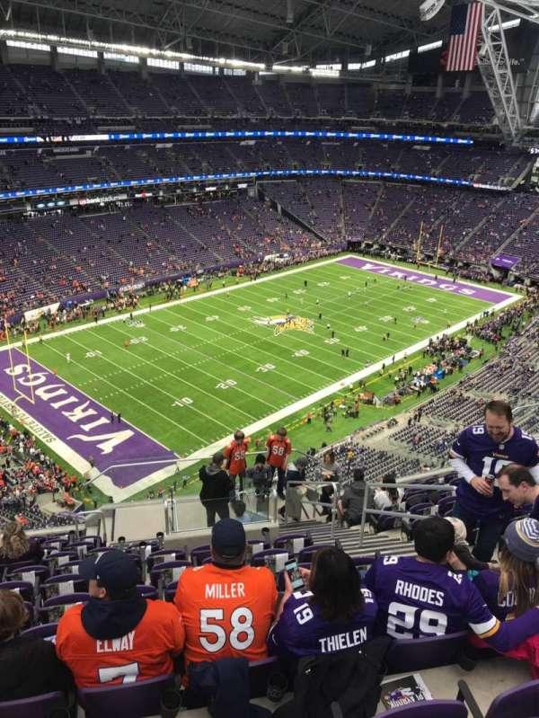 U.S. Bank Stadium, vak: 348, rij: 12, stoel: 5