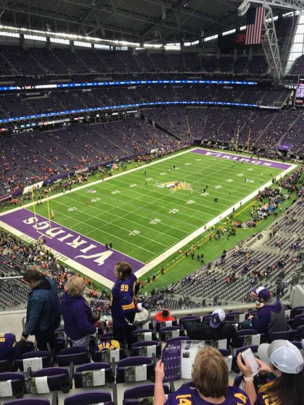 U.S. Bank Stadium, vak: 349, rij: 8, stoel: 13