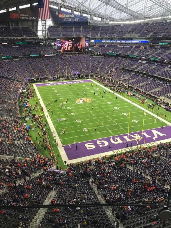 U.S. Bank Stadium, vak: 301, rij: 1, stoel: 1