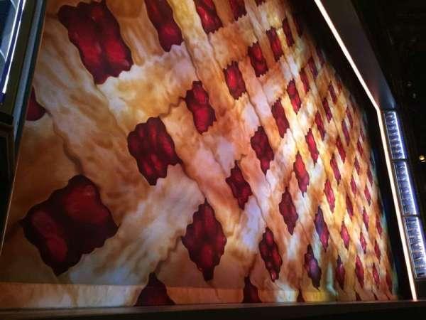 Brooks Atkinson Theatre, vak: Orchestra L, rij: AA, stoel: 7