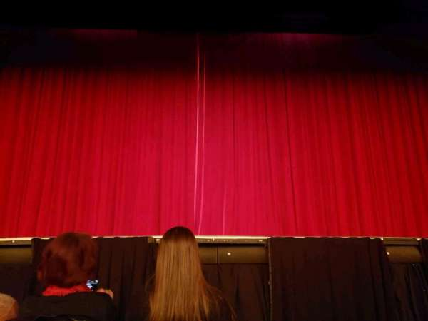 Hulu Theater at Madison Square Garden, vak: 100, rij: B, stoel: 10