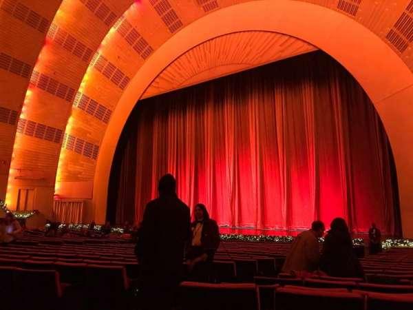 Radio City Music Hall, vak: Orchestra 2, rij: WW, stoel: 211