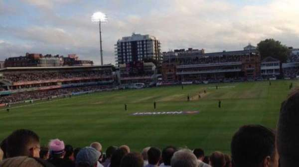 Lord's Cricket Ground, vak: 19, rij: T, stoel: 72