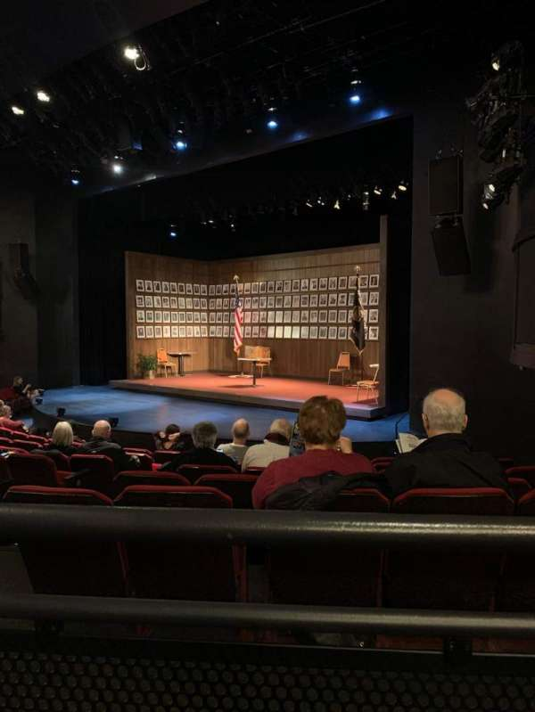 Broadway Playhouse, vak: Right, rij: G, stoel: 8