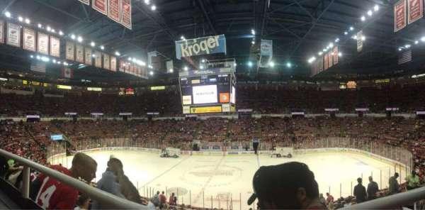 Joe Louis Arena, vak: 207, rij: 1, stoel: 3