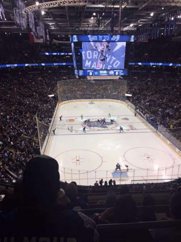 Scotiabank Arena, vak: 304, rij: 5, stoel: 1