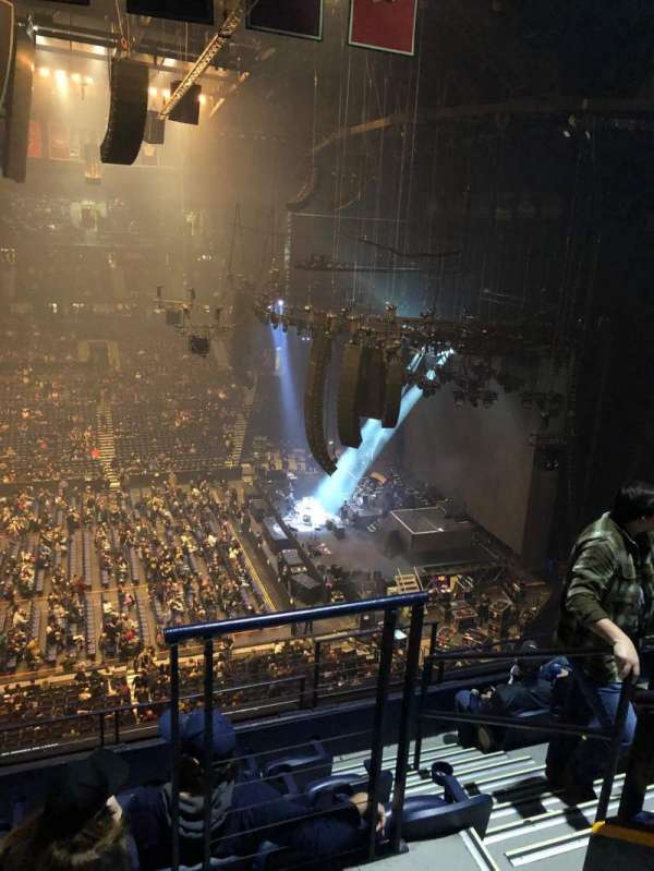 Bridgestone Arena, vak: 310, rij: F, stoel: 1