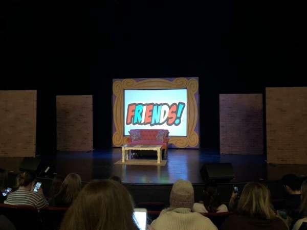 Broadway Playhouse, vak: Center, rij: E, stoel: 9