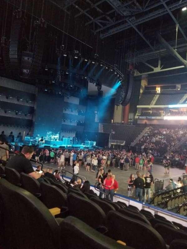 Vystar Veterans Memorial Arena , vak: 114, rij: J, stoel: 9