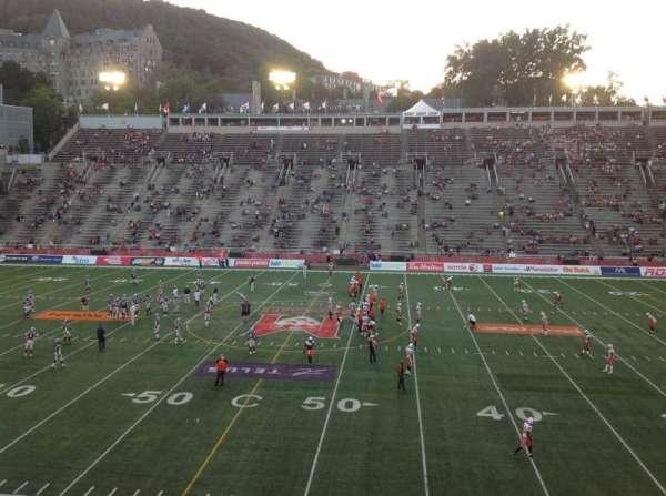 Percival Molson Memorial Stadium, vak: T2, rij: 1, stoel: 5