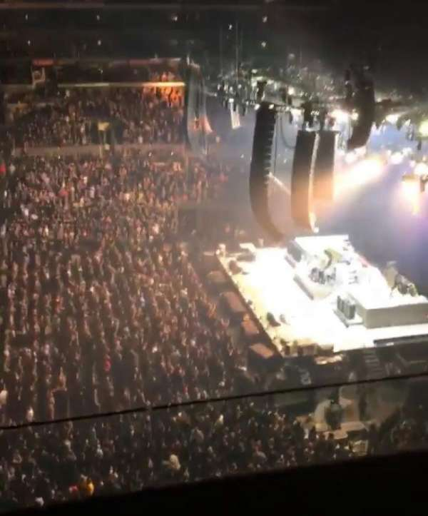 Staples Center, vak: 334, rij: 2W, stoel: 9