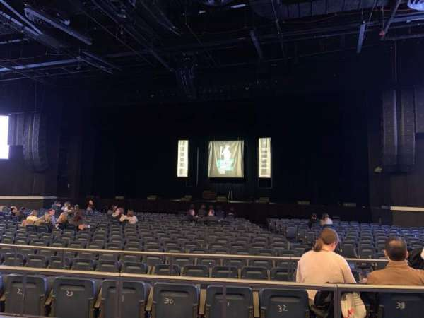 Hulu Theater at Madison Square Garden, vak: 202, rij: BB, stoel: 6