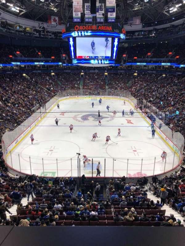 Rogers Arena, vak: 301, rij: 1, stoel: 9