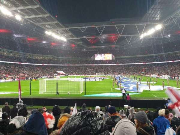 Wembley Stadium, vak: 133, rij: 12, stoel: 300