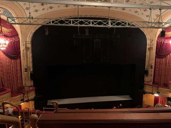 Bernard B. Jacobs Theatre, vak: Mezzanine C, rij: F, stoel: 114