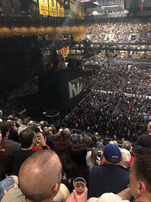 TD Garden, vak: Bal 316, rij: 9, stoel: 5