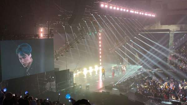 Infinite Energy Arena, vak: 117, rij: W, stoel: 13