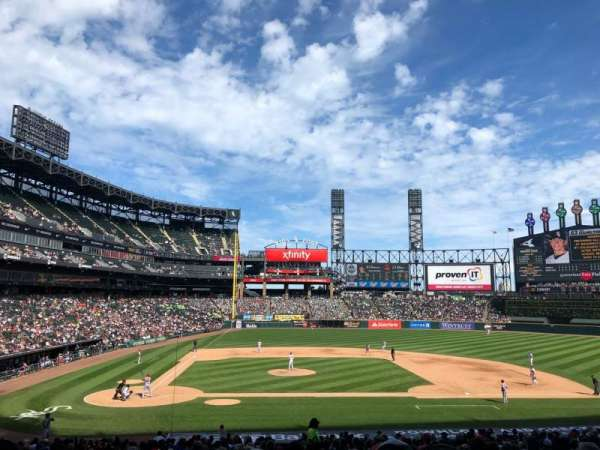 Guaranteed Rate Field, vak: 127, rij: 33, stoel: 2