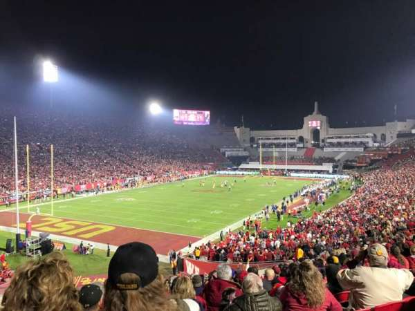Los Angeles Memorial Coliseum, vak: 211, rij: 1, stoel: 27