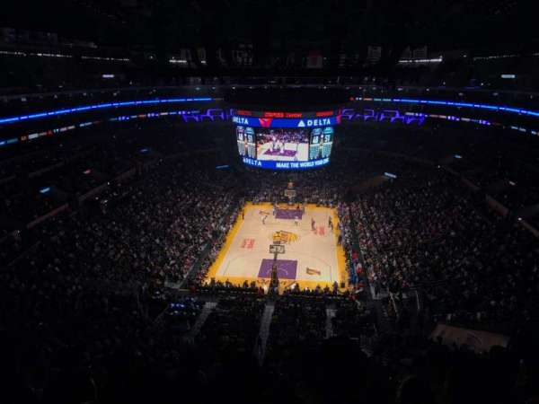 Staples Center, vak: 309, rij: 6, stoel: 8
