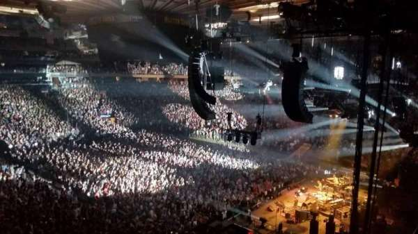 Madison Square Garden, vak: 214, rij: 3