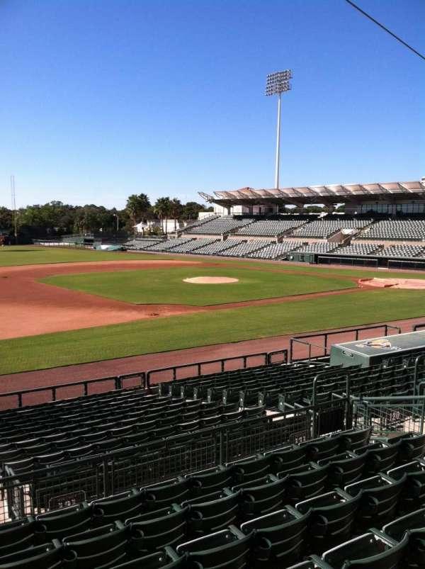 Ed Smith Stadium, vak: 221, rij: 7, stoel: 12