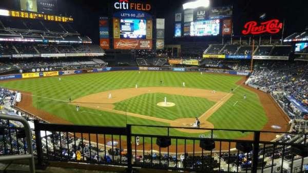 Citi Field, vak: 321, rij: 3, stoel: 13
