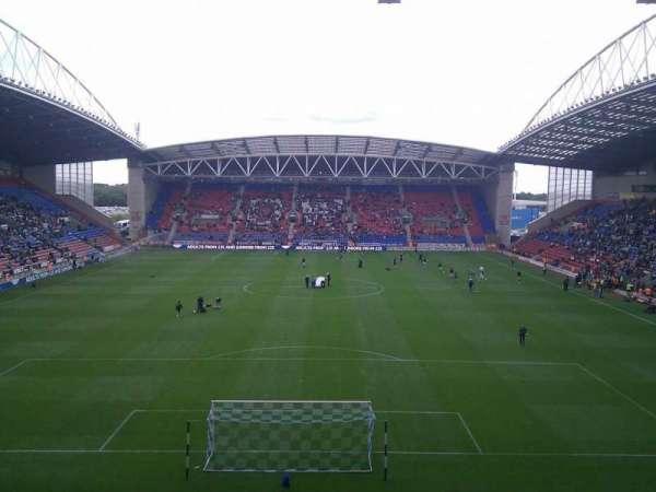 DW Stadium, vak: North Stand, rij: CC