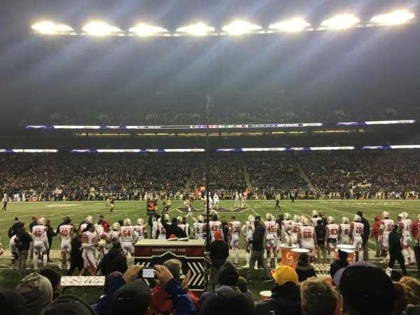 Husky Stadium, vak: 106, rij: 5, stoel: 9