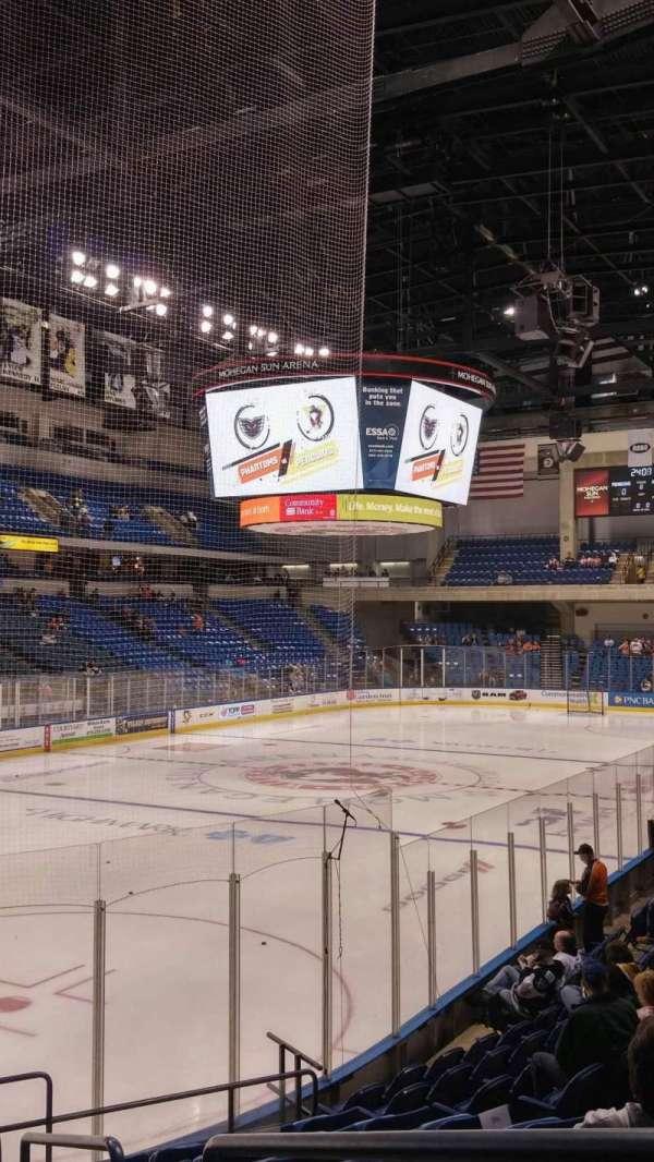 Mohegan Sun Arena at Casey Plaza, vak: 108, rij: M, stoel: 1