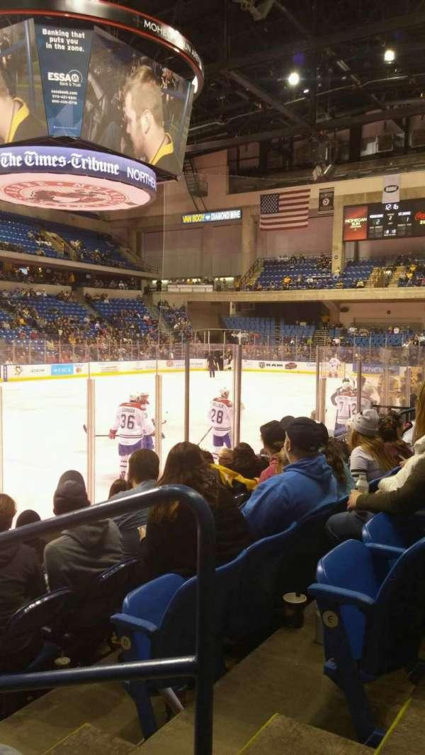 Mohegan Sun Arena at Casey Plaza, vak: 106, rij: F, stoel: 1