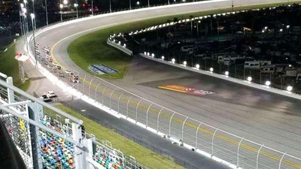 Daytona International Speedway, vak: 413, rij: 25, stoel: 1