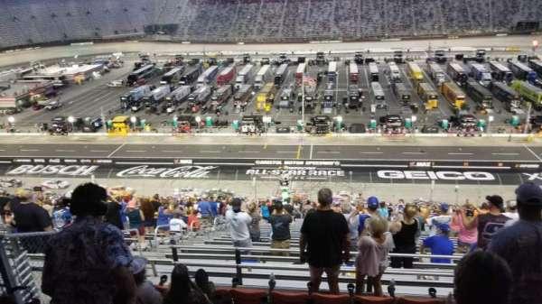 Bristol Motor Speedway, vak: Allison Terrace G, rij: 7, stoel: 13